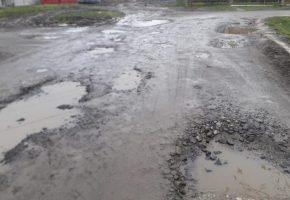 Tragedie in ALBESTI! Copii nu mai au asfalt pe ce desena!